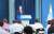 윤영찬 청와대 국민소통수석이 3일 남영신 기무사령관의 임명과 과거와 역사적으로 단절된 새로운 사령부의 창설 등 문재인 대통령의 기무사 관련 지시사항을 발표하고 있다. [청와대사진기자단]