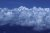 비행기 창으로 내다본 히말라야 설봉. 구름 위로 섬처럼 설산의 고봉이 솟아 있다.