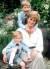 윌리엄 왕자(맨 위)와 해리 왕자가 어머니인 다이애나비와 즐거운 한 때를 보내던 모습. [사진=중앙포토]