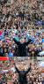 문재인 더불어민주당 후보가 1일 경기도 의정부시 중앙동 젊음의 거리에서(위),7일 오후 광주광역시 광산구 송정동 광주송정역 앞 광장에서(가운데),투표를 하루 앞둔 8일 오후 부산광역시 서면에서 지지자들의 환호에 손을 들어 답례하고 있다.오종택ㆍ박종근ㆍ송봉근 기자