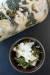 양배추, 케일을 소금에 절여 발효시킨 김치. 위에 염소치즈를 올렸다. [사진 알렉산더 바론]