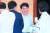 장하성 청와대 정책실장(가운데)이 31일 충남 예산군 리솜스파캐슬 덕산에서 열린 더불어민주당 2018년 정기국회 대비 워크숍에서 소득주도 성장과 정부 정책 방향에 대해 비공개 설명을 마치고서 의원들과 대화하고 있다.[연합뉴스]