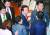 김성태 자유한국당 원내대표가 5일 오전 서울 여의도 국회 본회의장에서 교섭단체 대표 연설을 마치고 같은 당 의원들과 인사를 나누고 있다. [오종택 기자]