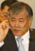 문재인 당시 대통령 비서실장이 2007년 11월 1일 오전 국회 운영위 국감에 출석해 의원들의 질문에 답하고 있다.