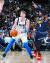 올 시즌 NBA에서 괄목할 실력을 뽐내고 있는 댈러스의 '특급 신인' 루카 돈치치. 잘 생긴 외모도 더해 농구팬들의 인기를 끌고 있다. 19일 덴버 원정경기에서 공격을 시도하는 돈치치. [AP=연합뉴스]