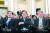노영민 대통령 비서실장, 정의용 국가안보실장, 김수현 정책실장 (왼쪽부터)이 10일 청와대 영빈관에서 열린 문재인 대통령의 신년 기자회견에 참석해 대통령의 답변을 들으며 웃고 있다. [뉴스1]