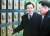자유한국당 당 대표 후보들의 발걸음이 빨라지고 있다. 황교안 전 국무총리(왼쪽)가 30일 경기도 평택 해군 2함대를 방문해 천안함 용사 추모비에 관해 설명을 듣고 있다. [연합뉴스]