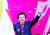 """황교안 자유한국당 신임 대표가 27일 경기도 고양시 킨텍스에서 열린 전당대회에서 인사하고 있다. 황 대표는 '내년 총선 압승과 2022년 정권 교체를 향해 승리의 대장정을 출발하겠다""""고 말했다. [변선구 기자]"""