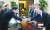 문재인 대통령이 4일 오후 청와대에서 열린 국가안전보장회의(NSC) 전체회의에 앞서 이낙연 국무총리와 악수 하고 있다. [청와대사진기자단]