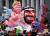 4일(현지시간) 독일 뒤셀도르프에서 열린 로즈먼데이 카니발에서 등장한 트럼프 대통령의 조형물. 이스탄불 주재 사우디 총영사관에서 실종됐다 살해된 기자 자말 카쇼기 사건에 대해 방관적 어조로 대응한 트럼프 대통령을 무함마드 빈 살만 사우디 왕세자의 수호 천사로 표현했다. [AFP=연합뉴스]