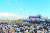 벚꽃피크닉에 온 시민들이 공연을 즐기고 있다. [사진 한화생명]