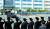 지난 16일 고(故) 조양호 한진그룹 회장의 운구차량이 서울 강서구 대한항공 공항동 본사 앞을 지나고 있다. 영결식을 마친 고인의 유해는 장지인 용인시 하갈동 신갈 선영에 안장됐다. [뉴스1]