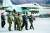 김정은 국무위원장이 지난달 16일 공군 제1017부대 비행사들의 훈련을 지도하는 모습. [연합뉴스]