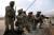 2005년 이라크에서 미 해병대 앵글리코 대원들이 공군에게 화력을 요청하고 있다. [사진 미 해병대]