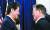 2017년 독일에서 만난 문재인 대통령과 아베 신조 총리. 청와대 사진기자단