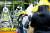 전북교육청이 전주 상산고에 대해 자사고 지정 취소 결정을 한 20일 학부모들이 교육청 앞에서 항의 집회를 하고 있다. [연합뉴스]