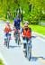 앞서 가는 자전거와 충분한 안전거리를 유지해야 한다.
