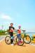 자전거 탈 때 헬멧은 반드시 써야 한다. 무릎·팔꿈치 보호대와 장갑도 착용하는 것이 안전하다.