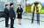김정은 북한 국무위원장의 동생 김여정 노동당 선전선동부 제1부부장(오른쪽)이 12일 오후 이희호 여사 서거와 관련, 판문점 통일각에서 정의용 청와대 국가안보실장(가운데), 박지원 김대중평화센터 부이사장에게 김 위원장이 보내는 조화를 전달하고 있다. [사진 통일부]