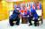 도널드 트럼프 미국 대통령과 김정은 북한 국무위원장이 30일 판문점 자유의집에서 악수하고 있다. 두 정상은 약 53분간 회동했다. [청와대사진기자단]