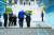 도널드 트럼프 미국 대통령이 30일 오후 판문점에서 김정은 북한 국무위원장과 만나 인사한 뒤 군사분계선을 넘어 북측으로 향하고 있다. 2019.6.30 /청와대사진기자단