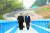 2018년 2월 문재인 대통령(오른쪽)과 김정은 국무위원장이 공동 식수를 마친 후 군사분계선 표식물이 있는 '도보다리'까지 산책을 하며 담소를 나누고 있다. [청와대사진기자단]
