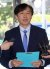 조국 법무부 장관 후보자가 20일 오전 서울 종로구의 한 빌딩에 마련된 인사청문회 준비 사무실로 출근해 정책구상을 밝히고 있다. [뉴시스]