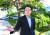 """영화 '살인의 추억'에서 배우 송강호가 연기한 박두만 형사의 실제 모델인 하승균 전 총경이 19일 경기남부청을 찾았다. 하 전 총경은 '사건 공소시효가 만료돼 진범을 잡더라도 처벌을 못 한다""""며 '용의자가 밝혀져 기분이 좋기도 하지만 화가 나 잠을 제대로 자지 못했다""""고 말했다. [연합뉴스]"""