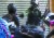 지난 1일 오후 홍콩 경찰이 시위에 나선 고등학생 청즈젠에게 권총을 발사하고 있다.[사진 홍콩 성시대 페이스북 캡처]