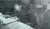 화성연쇄살인사건의 유력한 용의자로 지목된 이춘재(오른쪽)가 1994년 충북 청주에서 처제를 성폭행한 뒤 살인한 혐의로 검거돼 옷을 뒤집어쓴 채 경찰조사를 받고 있는 모습. [연합뉴스]
