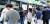 서울 시민들은 지하철 무료 와이파이 서비스를 통해 데이터 이용 부담을 덜수 있기를 기대하고 있지만 서울시와 서울교통공사는 4년째 사업자조차 선정하지 못하고 있다. 장세정 기자