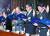 유재수 전 부산시 경제부시장(가장 오른쪽)이 2004년 청와대행정관 시절 불법대선자금 등에 관한 청문회에 출석해 증인 선서를 하고 있다. 왼쪽은 문병욱 당시 썬앤문그룹 회장. [연합뉴스]