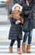 2일 오전 서울 종로구 광화문네거리에서 한 어린이가 두꺼운 외투, 목도리, 핫팩 등으로 완전무장한 채 발걸음을 옮기고 있다. [연합뉴스]