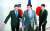 제6차 아세안 확대 국방장관회의(ADMM-Plus) 참석차 태국을 찾은 정경두 국방부 장관(왼쪽)이 지난달 17일 방콕 아바니 리버사이드 호텔에서 열린 한미일 국방장관 회담에서 마크 에스퍼 미국 국방부 장관(가운데), 고노 다로 일본 방위상(오른쪽)과 기념촬영을 한 뒤 회담장으로 향하고 있다. [연합뉴스]