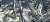 신영균이 나무 뒤에 숨어 최은희의 치마를 두르고 바지를 벗어 던져준 후 드러난 속살을 감추고 있는 모습. [영화 캡처]