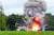 북한이 8월 16일 또다시 김정은 국무위원장의 지도 하에 새 무기 시험사격을 했다고 조선중앙통신이 다음날 보도했다. 사진은 조선중앙TV가 공개한 발사 현장으로 '북한판 에이태킴스'로 불리는 단거리 탄도미사일이 무한궤도형 이동식발사대(TEL)에서 화염을 뿜으며 솟구치고 있다. [조선중앙TV=연합뉴스]