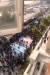 지난 12일 이란 수도 테헤란의 샤히드 베헤슈티대에서 벌어진 반정부 시위. 시위대가 바닥에 그려진 미국과 이스라엘 국기를 피해 걷는 퍼포먼스를 펼치고 있다. 정부를 향한 저항을 표현한 것이다. [로이터=연합뉴스]