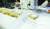 전주 노송동주민센터 직원들이 2일 경찰이 돌려준 '얼굴 없는 천사' 성금을 세고 있다. 상자에는 성금과 '소년소녀가장 여러분 힘내세요'라고 적힌 편지가 있었다. [연합뉴스]