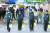 국내에서 첫 신종 코로나 바이러스 감염증인 '우한 폐렴' 확진자가 나온 가운데 21일 오전 인천 국제공항 1터미널 입국장에서 관계자들이 소독작업을 하고 있다. 인천공항공사는 우한 폐렴 확산 방지를 위해 우한발 비행기 도착 구역에 추가 방역과 전용 게이트를 설치했다. [연합뉴스]