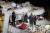 24일 강진이 발생한 터키 동부 엘라지의 무너진 건물에서 구조대원들이 매몰자를 찾고 있다. [로이터=연합뉴스]