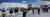 신종 코로나바이러스 감염증인 '우한 폐렴' 공포가 확산하는 가운데 28일 인천공항 제1터미널 입국장에서 중국발 항공기 탑승객 등이 마스크를 쓰고 이동하고 있다. [연합뉴스]