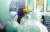 25일 오전 경기도 역학조사 요원들이 강제 역학조사를 위해 과천시 별양동 신천지예수교회 부속기관에 진입하고 있다. [연합뉴스]