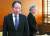 강경화 외교부 장관이 6일 오후 도미타 고지 주한 일본대사(왼쪽)를 외교부 청사로 초치한 뒤 면담을 위해 자리로 이동하고 있다. [뉴시스]