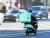 코로나19 확산은 전 세계 플랫폼 노동자의 사회 안전망에 대한 논의를 불러 일으켰다. 사진은 배달의민족 라이더. 사진 뉴스1.