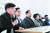 하승수 정치개혁연합 집행위원장이 18일 종로 사무실에서 열린 '정치개혁연합 민주당 선거연합 취지 훼손에 대한 입장 및 향후 계획 발표' 기자회견에서 모두발언하고 있다. 왼쪽부터 하 위원장, 이범헌 한국예술문화단체총연합회 신임 회장, 류종열·신필균·조성우 정치개혁연합 공동대표. [뉴스1]