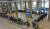 유럽에서 국내로 들어오는 입국자에 대한 검역 절차가 강화된 22일 오후 인천국제공항 1터미널에서 독일 프랑크푸르트발 여객기를 타고 입국한 승객들이 진단 검사를 받는 곳으로 이동하는 차량으로 향하고 있다. 연합뉴스