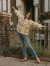 셔츠와 재킷의 장점을 더한 셔켓이 간절기 외투로 주목받는다. 체크무늬 셔켓을 입은 모델 알렉사청. [사진 알렉사청 인스타그램]