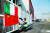 지난 20일 이탈리아 밀라노 인근의 한 물품창고 앞에서 응급단체 직원이 중국에 대한 감사의 뜻으로 이탈리아와 중국의 깃발을 함께 달고 있다. 이곳에는 중국이 보내준 코로나19 관련 방역 물품이 보관돼 있다.[EPA=연합뉴스] [출처: 중앙일보] 코로나 수습 정신없는 트럼프···이틈에 '야망' 드러낸 시진핑
