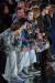 지난 2월 중순 영국 런던에서 열린 빅토리아 베컴의 2020년 가을겨울 컬렉션 쇼 현장의 모습. 관람석 1열에 베컴 가족이 앉아 쇼 시작을 기다리고 있다. 그 옆으로는 단발머리의 미국 보그 편집장 안나 윈투어의 모습도 보인다. 사진 런던패션협회