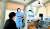 코로나19 확산 방지를 위해 운영하는 선별진료소에서 로봇을 이용한 원격진료를 시행하고 있는 모습. 정부는 지난 2월24일부터 원격 진료를 한시적으로 허용했다. 사진 명지병원